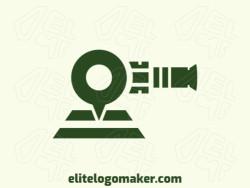 Logotipo criativo com a forma de um canhão mesclado com uma caixa de chat com design memorável e estilo abstrato, a cor utilizado no logotipo é verde.